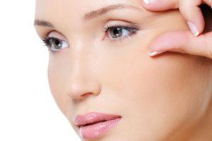 beauty woman squeeze skin near her eye